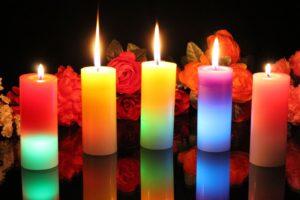 La magia con le candele colorate, profumate, del segno